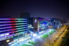 在萨格勒布` s RadniÄ 钾街道的绿金大厦 免版税库存照片
