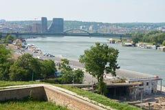 在萨瓦河和贝尔格莱德的看法 免版税库存图片