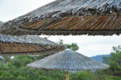 在萨索斯岛的遮阳伞遮阳伞 库存图片