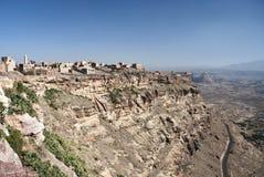 在萨纳村庄也门附近的kawkaban山 免版税库存照片