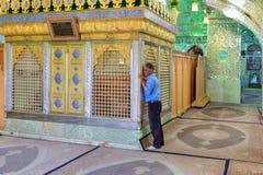 在萨耶德Alaeddin Hossein清真寺,设拉子, Ira里面的穆斯林坟茔 库存照片