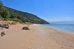 在萨莫斯岛,希腊海岸的空的海滩  库存照片