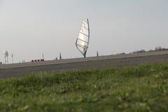 在落日的Windskating 免版税图库摄影