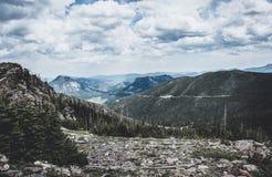 在落矶山上,洛矶山国家公园,科罗拉多,美国的岩石土坎的云彩 免版税库存图片