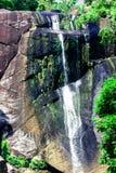 在落矶山脉的瀑布在热带海岛上的密林在亚洲 免版税图库摄影
