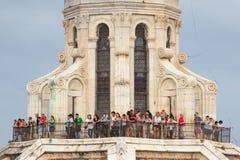 在著名圣玛丽亚del菲奥雷cathedrall,中央寺院上面的游人  库存图片