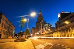 在著名地标的日落-红色给行政大厦装门-七个姐妹斯大林摩天大楼在莫斯科 免版税库存图片