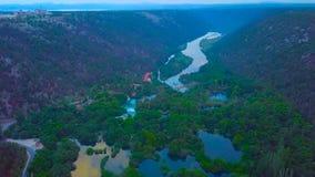 在著名应征欧洲旅行目的地的空中全景,在亚得里亚海的海岸,克罗地亚的杜布罗夫尼克都市风景 图库摄影