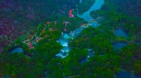 在著名应征欧洲旅行目的地的空中全景,在亚得里亚海的海岸,克罗地亚的杜布罗夫尼克都市风景 库存照片