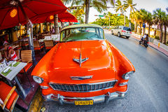 在著名海洋驱动的葡萄酒汽车在南的迈阿密 免版税库存图片