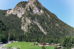 在著名湖艾布湖附近的风景周围 美妙的天华美的场面 地点手段加米施・帕藤吉兴,巴法力亚阿尔卑斯, 免版税库存照片