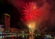 在著名达令港,悉尼,澳大利亚的美丽的烟花 免版税库存图片