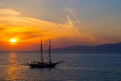 在著名Mykonos海岛的日落 免版税库存图片