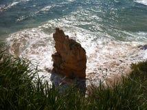在葡萄牙海岸的大西洋晃动 免版税库存图片