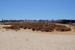 在葡萄牙的南部的海滩-夹住采取看法视域外面,没有字符和天 免版税库存照片