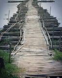 在葡萄酒口气的木桥 免版税图库摄影