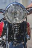 在葡萄酒摩托车的一个车灯 免版税库存照片