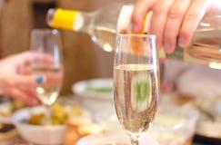 在葡萄酒杯的酒 免版税图库摄影