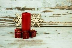 在葡萄酒样式的圣诞节装饰 免版税库存照片