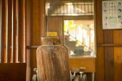 在葡萄酒样式的理发椅 免版税图库摄影