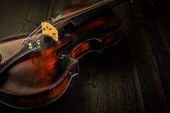 在葡萄酒样式的老小提琴 免版税图库摄影
