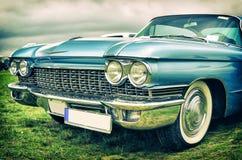 在葡萄酒样式的老美国汽车 免版税库存图片
