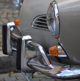 在葡萄酒汽车的Chrome防撞器 免版税库存照片