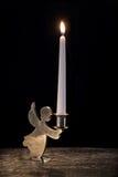 在葡萄酒烛台的灼烧的蜡烛在黑色 免版税库存照片
