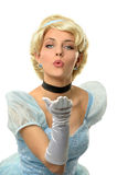 在葡萄酒礼服的妇女吹的亲吻 免版税库存图片