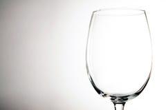 在葡萄酒背景的空的酒杯 免版税库存照片
