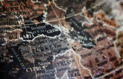 在葡萄酒裂缝纸背景的土耳其地图 免版税库存照片