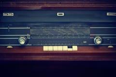 在葡萄酒颜色口气样式的古色古香的收音机 免版税库存图片