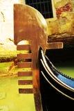 在葡萄酒颜色的长平底船,威尼斯,意大利 库存照片