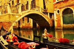 在葡萄酒颜色的长平底船,威尼斯,意大利 库存图片