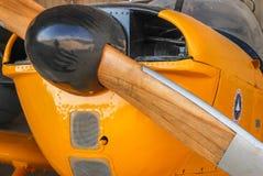 在葡萄酒飞机福克战斗机S-11辅导员前面的木推进器  库存照片
