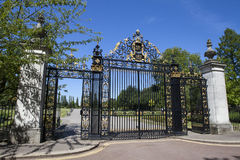 在董事公园的周年纪念门在伦敦 免版税库存照片