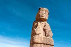 在蒂亚瓦纳科的巨型独石, Titicaca,玻利维亚 免版税图库摄影