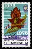 在蒙古打印的邮票显示俄国卫兵巡洋舰Krasnyi Kavkaz,大约1975年 免版税图库摄影
