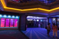 在蒙地卡罗的蓝色人剧院入口在拉斯维加斯, 8月的NV 免版税图库摄影