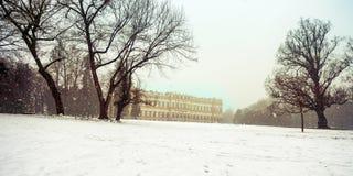 在蒙扎和它的著名皇家V公园的晚冬降雪  库存图片