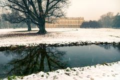 在蒙扎和它的著名皇家V公园的晚冬降雪  免版税图库摄影