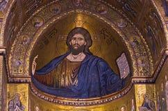 在蒙雷阿莱大教堂里面的基督壁画在巴勒莫,西西里岛附近 免版税库存照片
