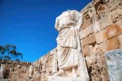 在蒜味咸腊肠废墟的罗马雕象  法马古斯塔区,塞浦路斯 库存图片
