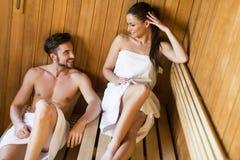 在蒸汽浴的年轻夫妇 库存照片