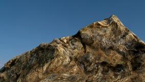 在蓝天前面的岩石/mountain 库存照片