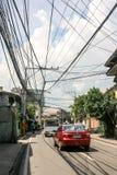 在蓝天前面的电缆系统 免版税库存照片