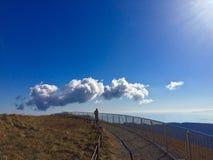 在蓝天日本的大云彩 库存图片
