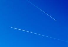 在蓝天的两架飞机 库存照片
