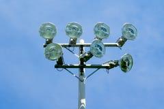 在蓝天的体育场泛光灯 免版税库存照片