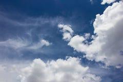 在蓝天的厚实的云彩 库存图片